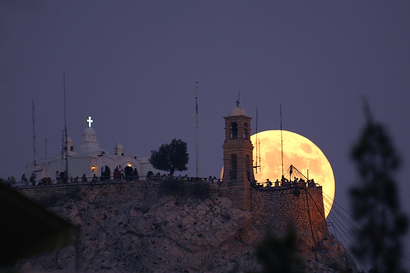 http://www.perseus.gr/Images/lunar-scenic-lycabettus-01.jpg